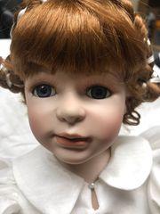 Porzellan-Puppe