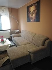 Braune Couch und Sessel