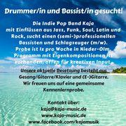 Drummer in und Bassist in