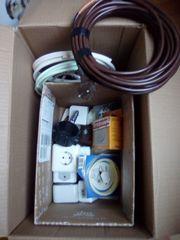 Kiste voll Elektro-Artikel