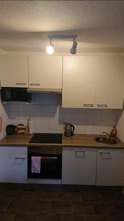 Moderne Küchenzeile für kleine Wohnung