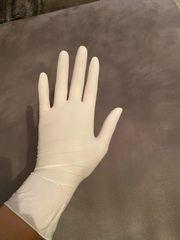 Latex Handschuhe für dich getragen