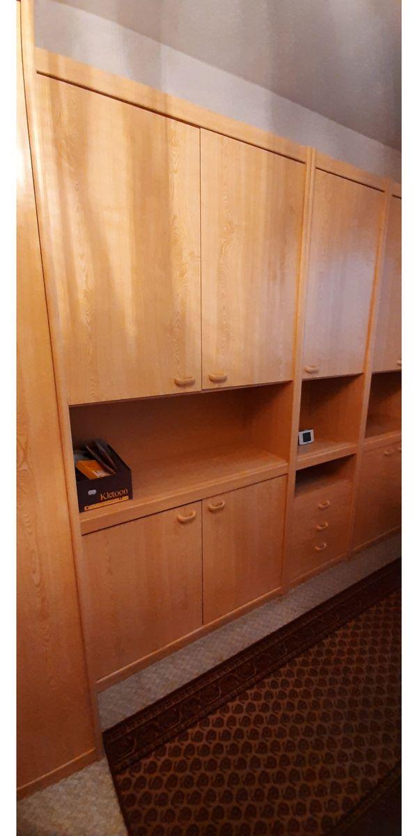Schlafzimmer Kinderzimmer Kleiderschrank Bett Rost