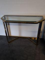Stilvoller Wandtisch