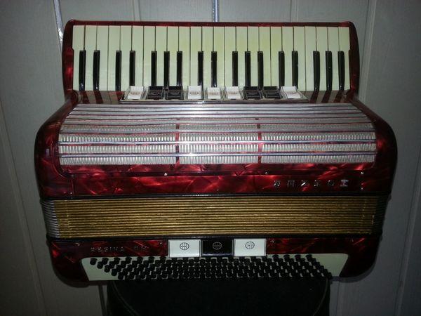 Hallo aus meiner Sammlung Akkordeon