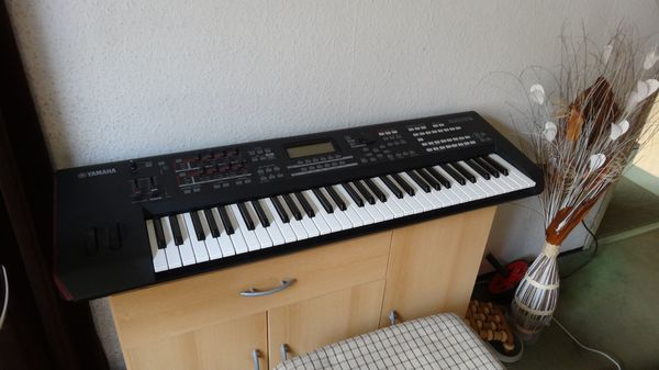 Yamaha Synthesizer MOXF 6
