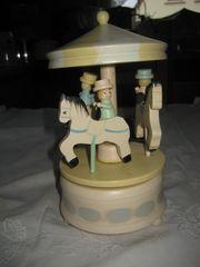 Spieluhr Karussell aus Holz mit