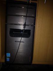 Gamer PC mit Monitor und