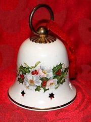 Weihnachtsglocke schön gearbeitet aus Porzellan -