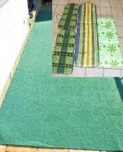 4 Gartenmöbelauflagen und Rasenteppich