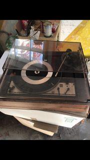 Plattenspieler und Radiostereoanlage mit cassenrecorder