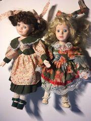 Zwei Puppen aus Porzellan unbespielt