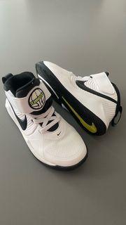 Nike Kinderschuhe Gr 28 wegen