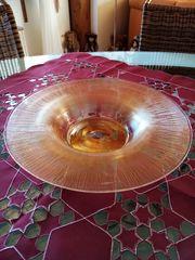 Glasschale aus durchsichtigem golfarbenen Mineralglas
