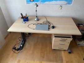 Neuwertiger Schreibtisch und Rollcontainer in: Kleinanzeigen aus Harthausen Steinbrücke - Rubrik Büromöbel