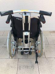 Rollstuhl mit elektrischer Schiebehilfe NW
