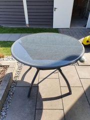 Gartentisch mit Glasplatte