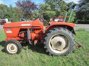 Traktor bzw Ackerschlepper Renault 53