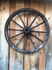 Wagenrad alt Antiquität Deko