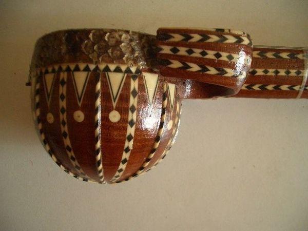 Altes Streichinstrument aus Kashgar Seidenstr