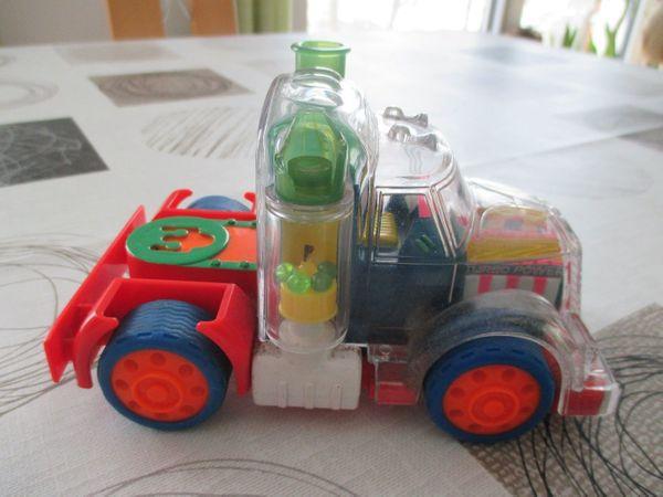 Verkaufe 1 schönes Spielzeugauto - Gebraucht