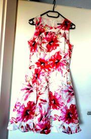 NEUWERTIG weißes Kleid mit Lilienmuster