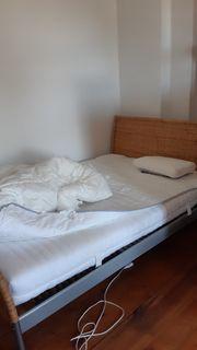 Bett mit Lattenrost und Matratze