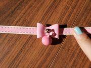 Rosa Halsband aus Lack