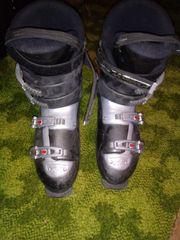 Ski und Stiefel