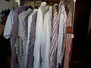 Neuwertige Herrenhemden