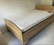 Hochwertiges Bett mit Matratze Lattenrost
