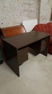 Schöner Schreibtisch in Palisanderoptik