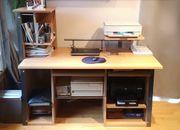 Gut erhaltener und großer Schreibtisch