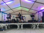 Schlagzeuger mit Gesang