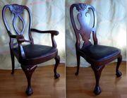 Zwei Stühle mit Ledersitzfläche Tatzenfüße