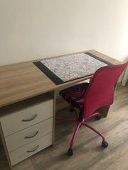 Schreibtisch Drehstuhl
