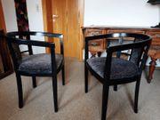 Design Stühle und Tisch - auch