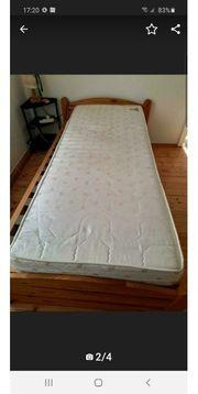 Holz Bett mit Lattenrost und
