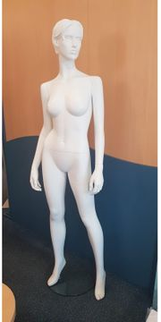 Schaufensterpuppe weiblich weiß