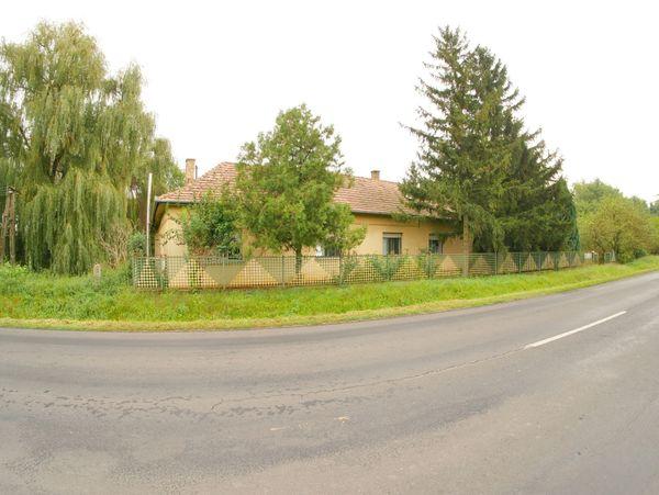Haus in Alleinlage mit 2