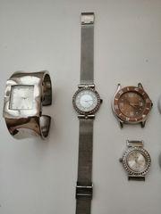 Verschiedene Uhren mit und ohne