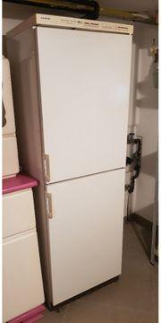 Großer Kühl- Gefrierschrank zu verschenken