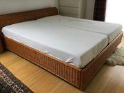 Doppelbett in Rattanoptik