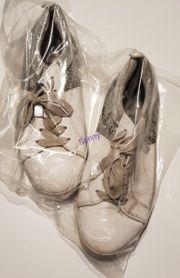 getragene Sneaker