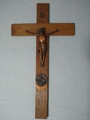 Holzkreuz mit Kruzifix Hl Jahr