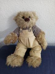 Beiger Plüsch-Teddy mit kariertem Hemd