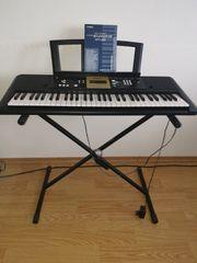 Keyboard Yamaha YPT220