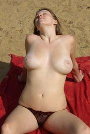 Suche Erotik-Model für reine Oberkörper-Darstellung