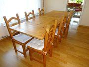 Massivholzesstisch mit Stühlen