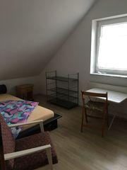 Zimmer möbliert mit separatem Eingang